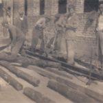 Prace przy budowie szkoły. Dzwola 1959r.