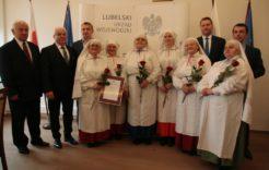Więcej o: Wojewoda uhonorował szefową Jarzębiny